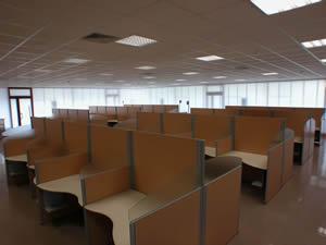 Mobili per call center for Arredamento call center